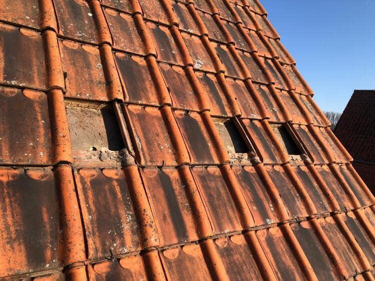 Realisatie 90m EPS Isomo Pearls spouwmuurisolatie + polystyreen parels onder de dakpannen als daiksolatie te Ruiselede